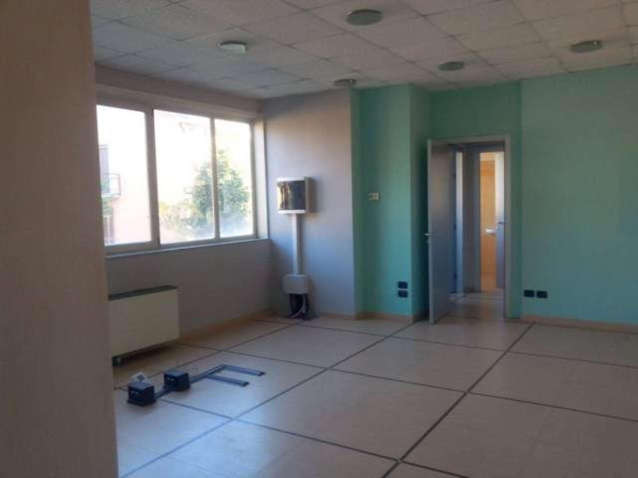 Ufficio / Studio in affitto a Trezzano Rosa, 2 locali, prezzo € 2.000 | PortaleAgenzieImmobiliari.it