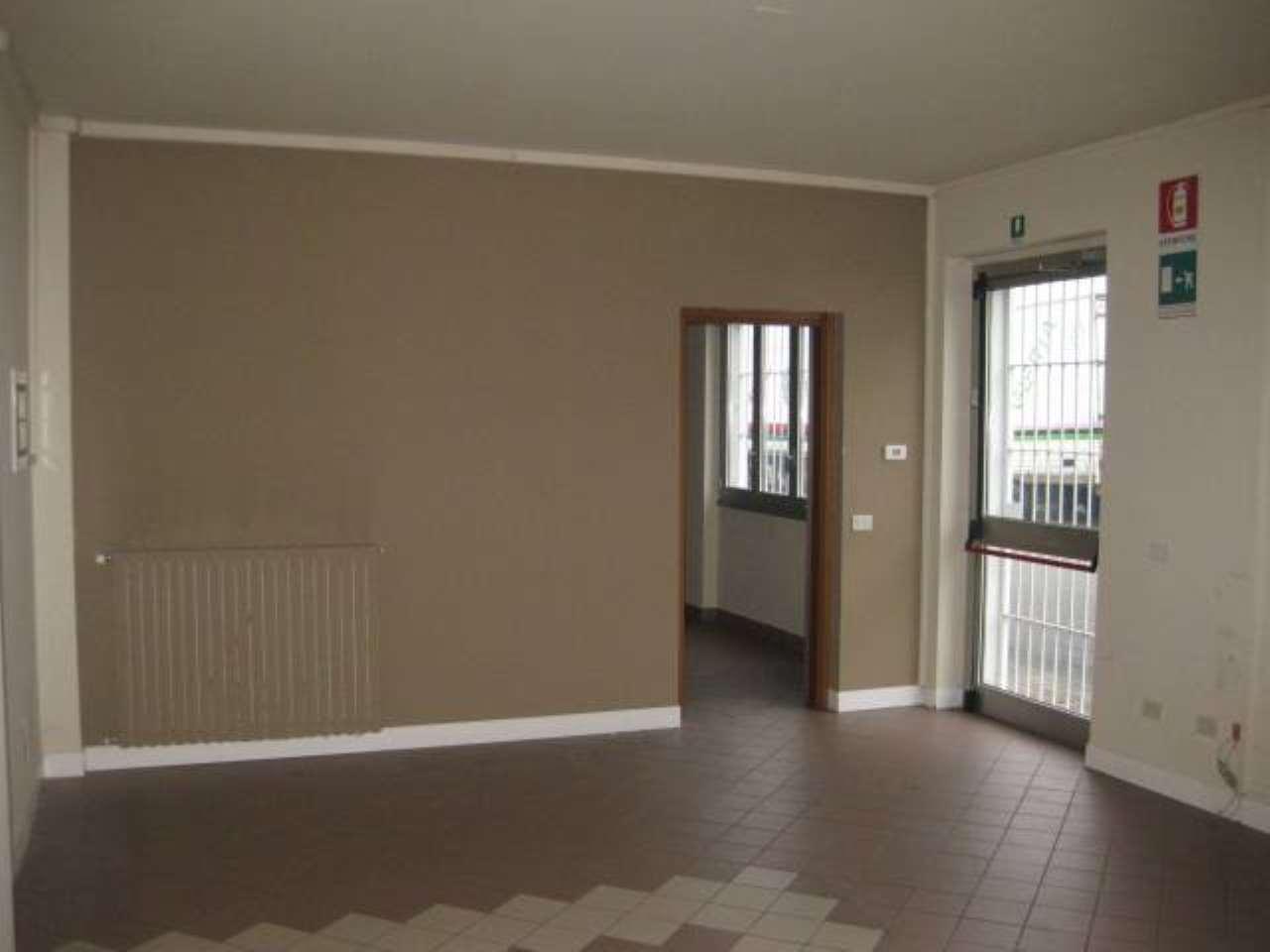 Ufficio / Studio in affitto a Basiano, 5 locali, prezzo € 2.083 | CambioCasa.it