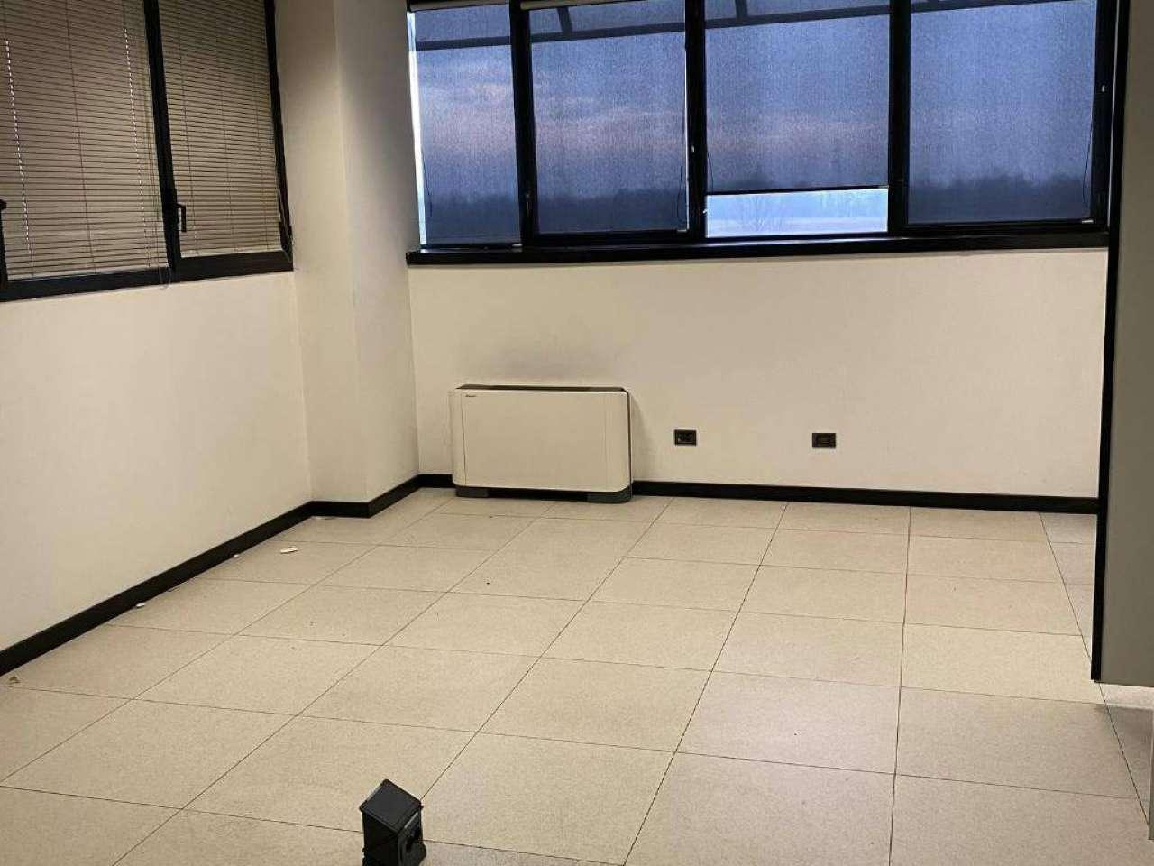 Capannone in affitto a Cambiago, 5 locali, prezzo € 6.500 | PortaleAgenzieImmobiliari.it