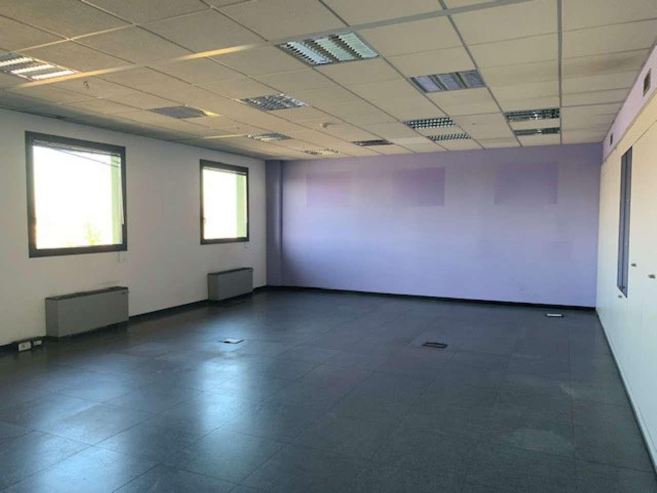 Ufficio / Studio in affitto a Carugate, 4 locali, prezzo € 1.750   PortaleAgenzieImmobiliari.it