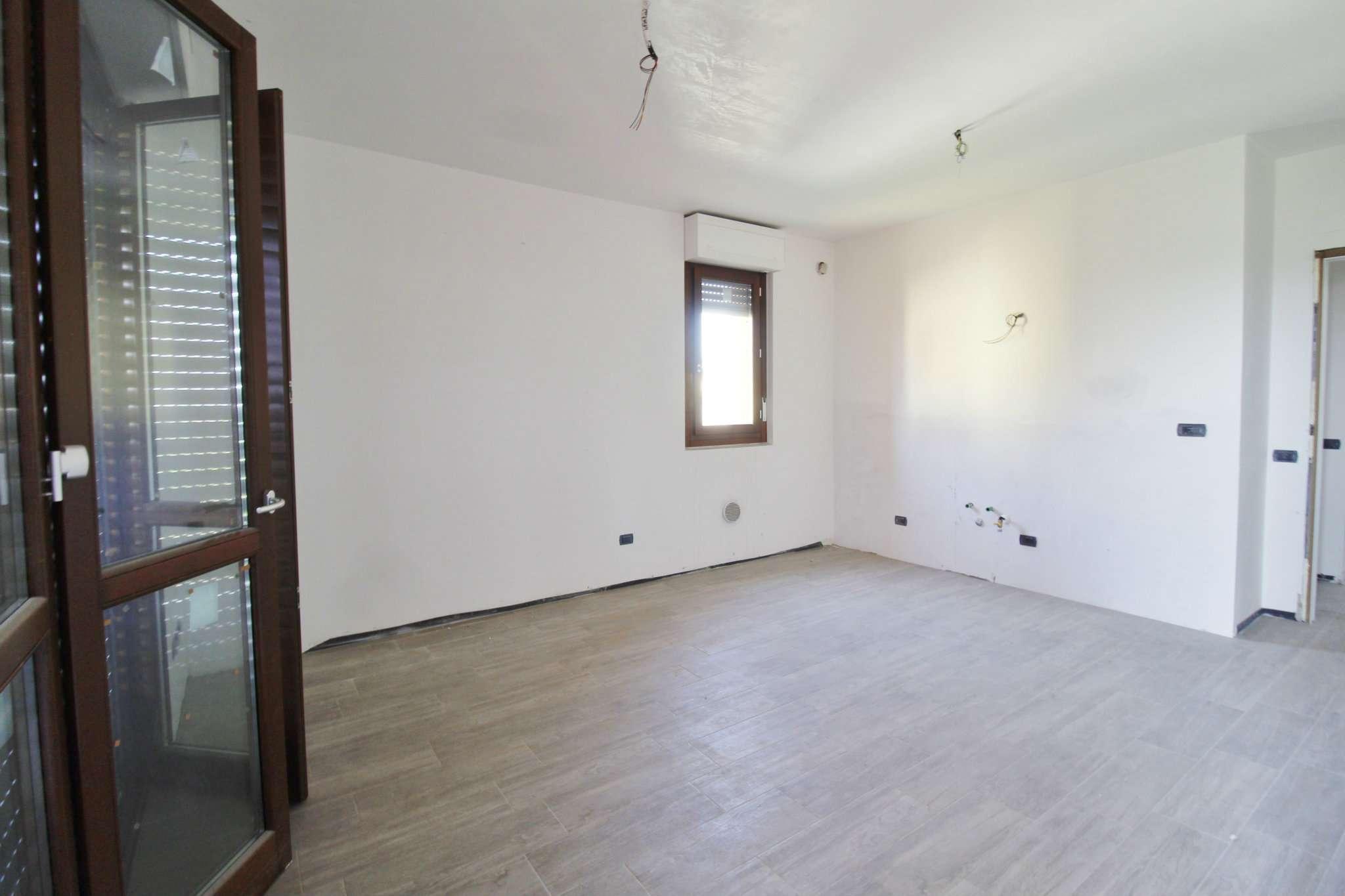 Appartamento in vendita a Mezzago, 3 locali, prezzo € 146.000 | CambioCasa.it