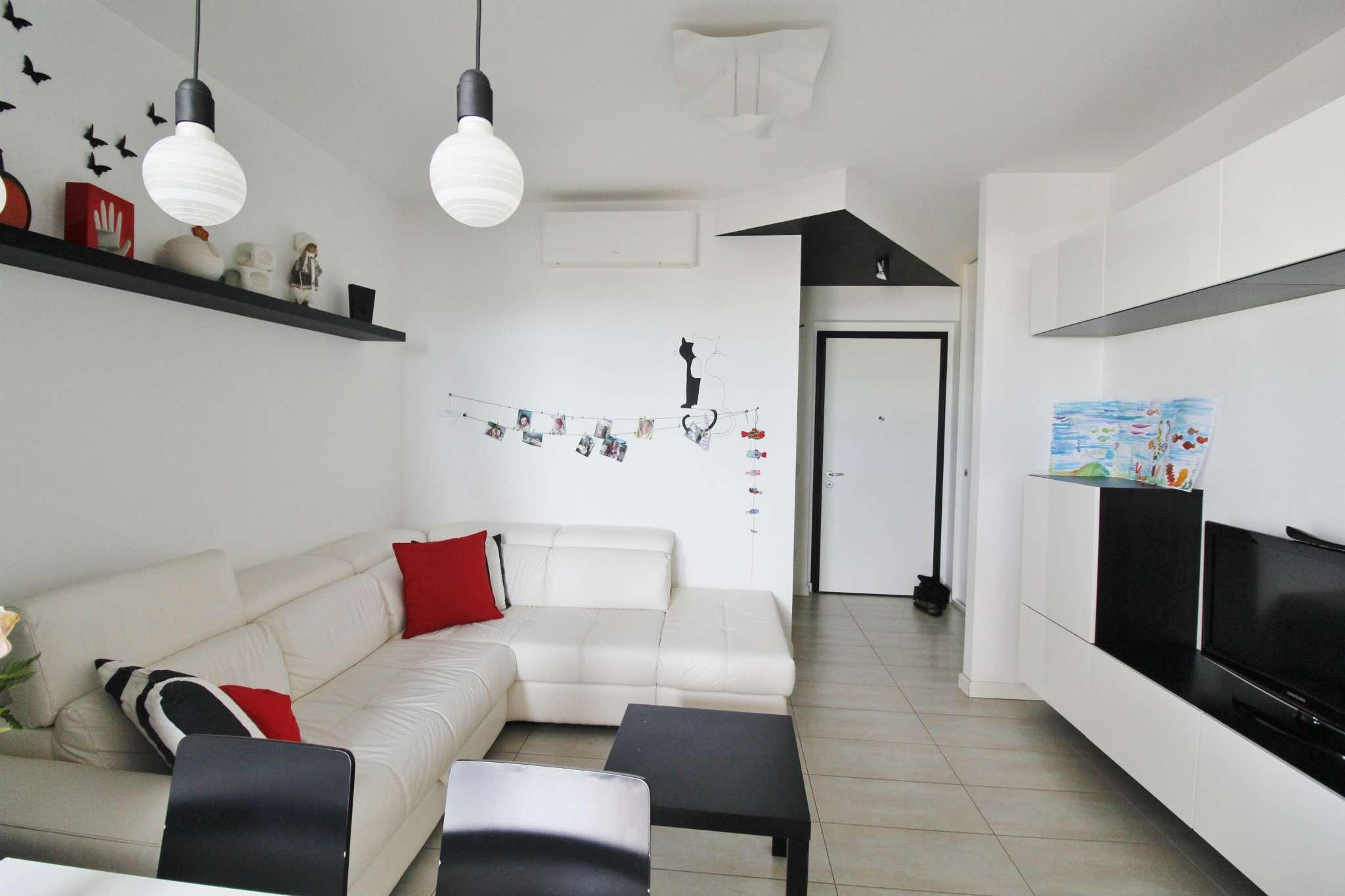 Appartamento in vendita a Caponago, 3 locali, prezzo € 185.000 | CambioCasa.it