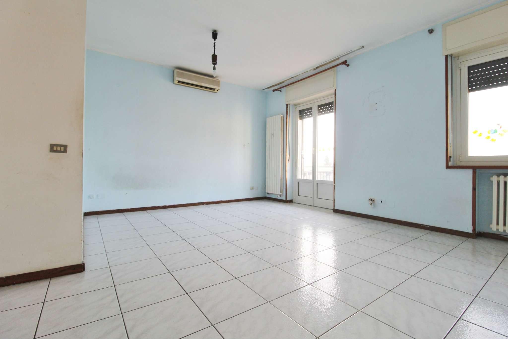 Appartamento in vendita a Vimercate, 3 locali, prezzo € 103.000   CambioCasa.it