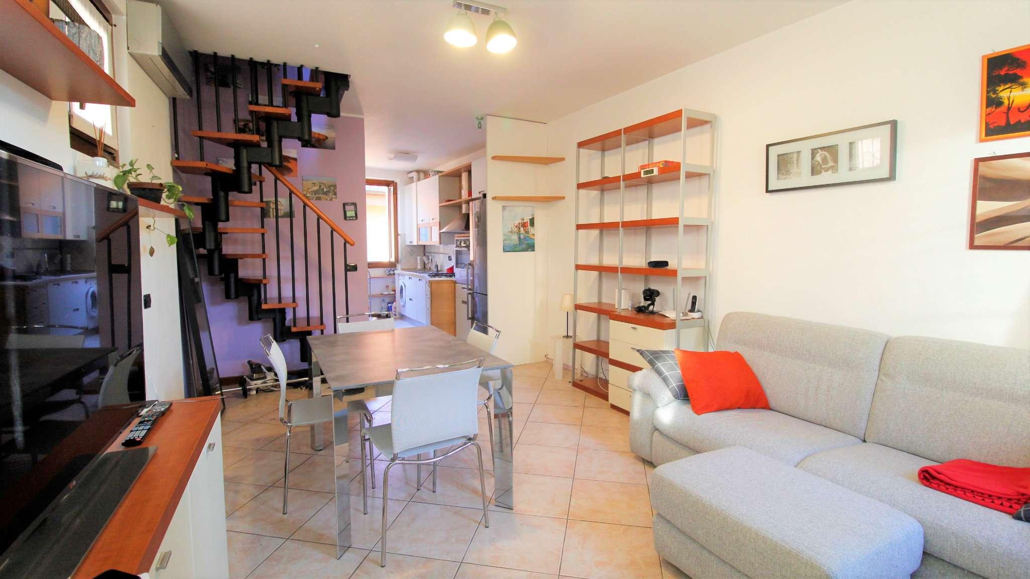 Appartamento in vendita a Vimercate, 3 locali, prezzo € 162.000   CambioCasa.it