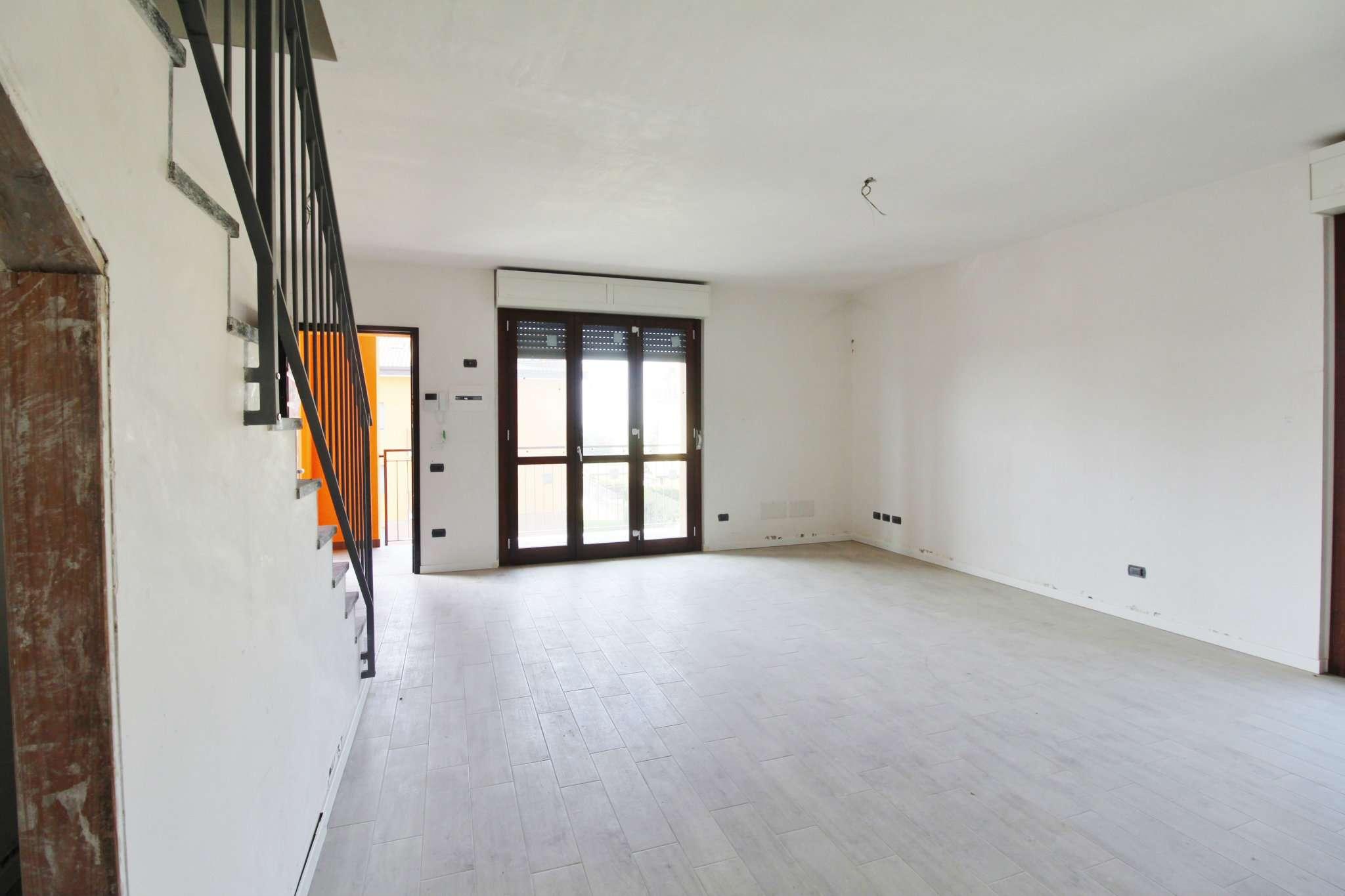 Appartamento in vendita a Mezzago, 3 locali, prezzo € 224.000 | CambioCasa.it