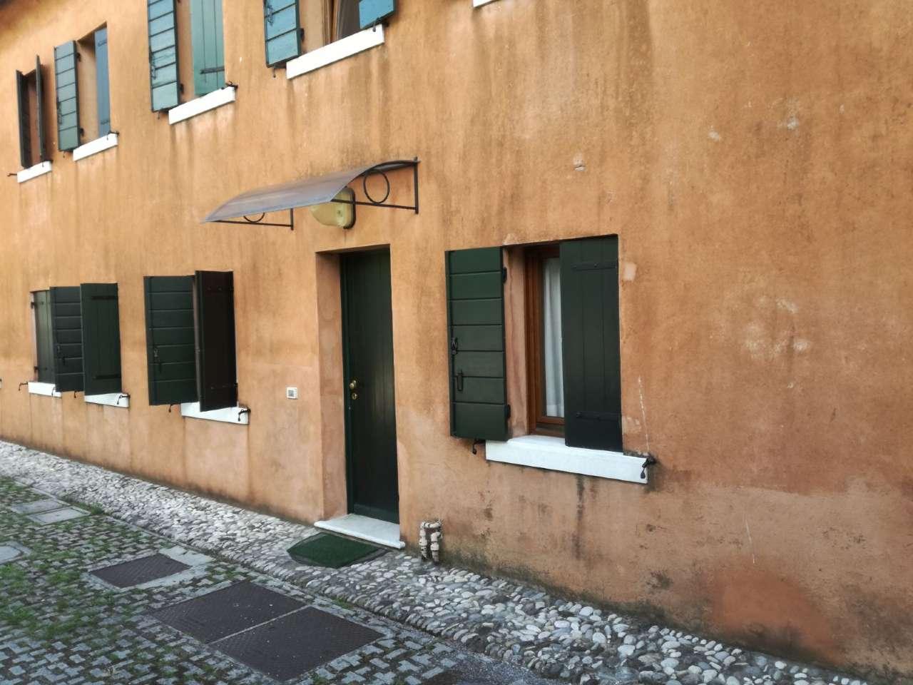 Appartamento in Zona S. Giuseppe ( TV) 90,00 mq  in Villa Veneta ingresso indipendente  850,00 €