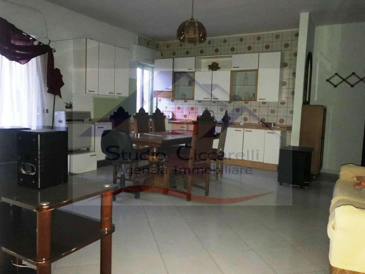Appartamento in buone condizioni in vendita Rif. 8565636