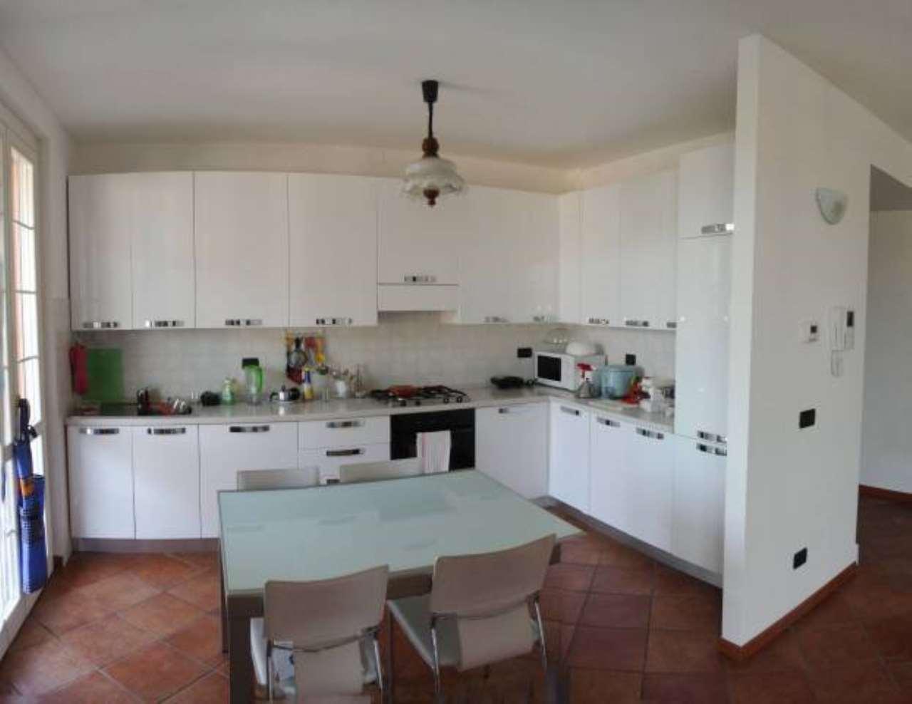 Appartamento in ottime condizioni parzialmente arredato in affitto Rif. 7692942
