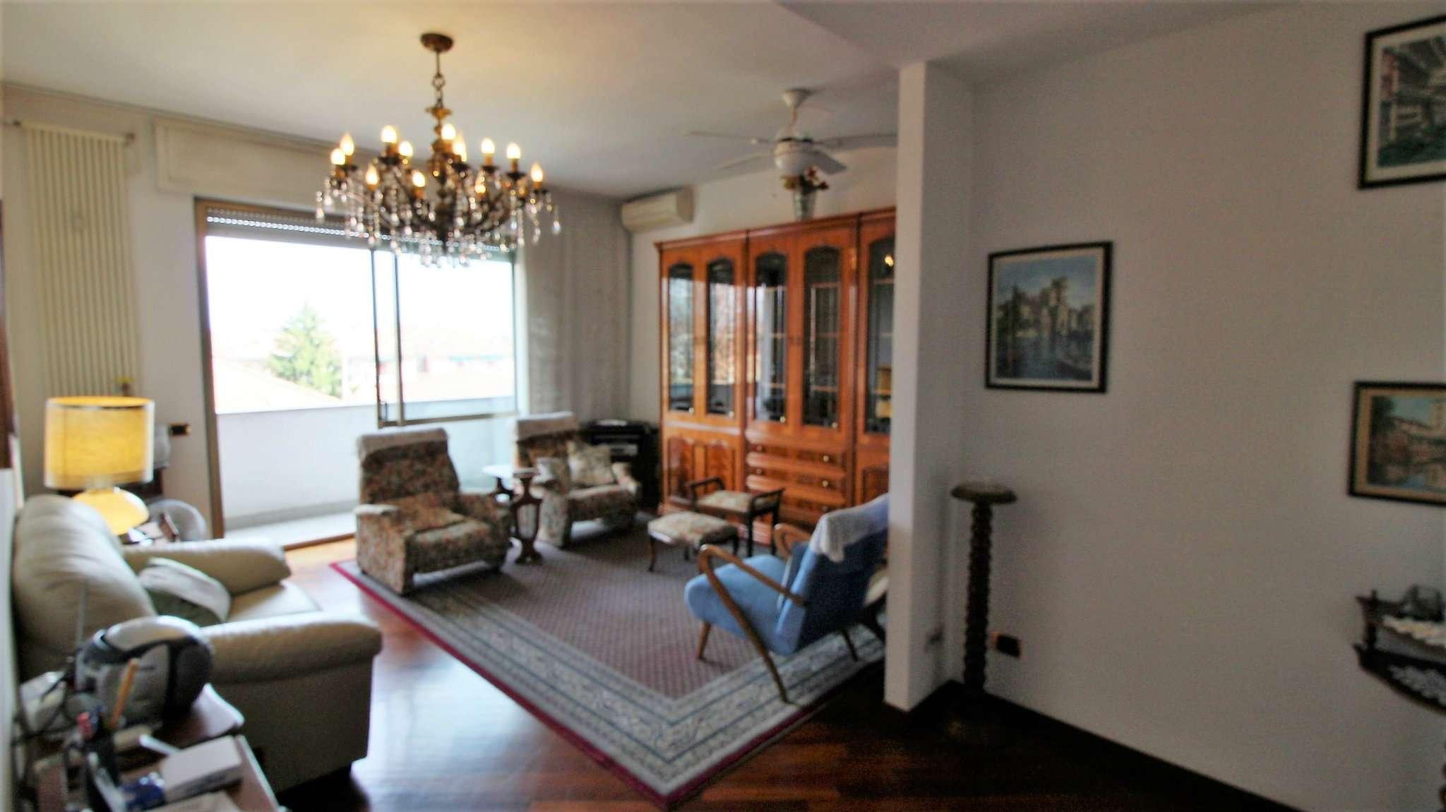 Appartamento in buone condizioni arredato in affitto Rif. 8620140