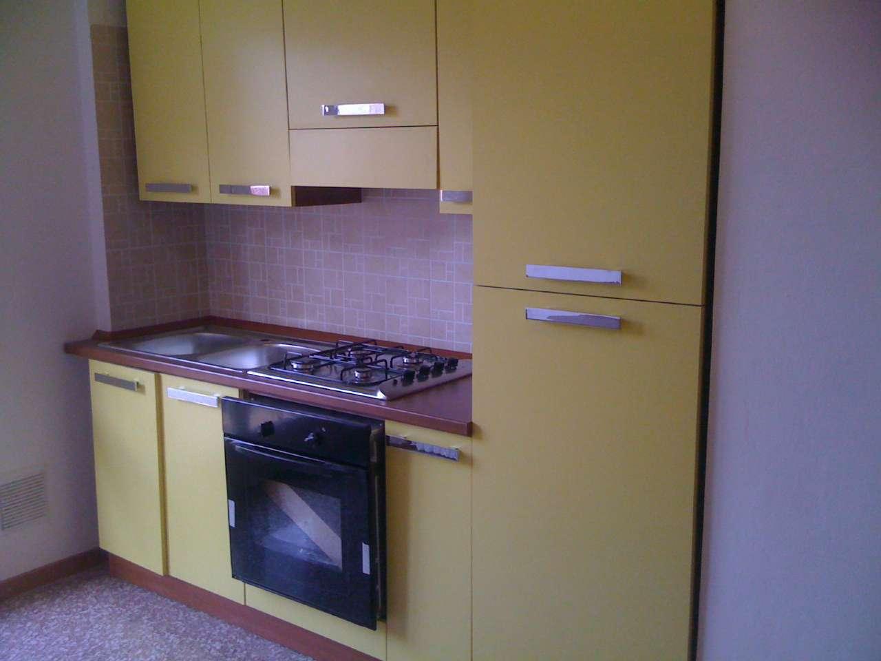 Appartamento in buone condizioni arredato in affitto Rif. 7141493