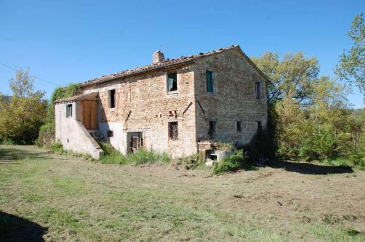 Rustico / Casale in vendita a Treia, 4 locali, prezzo € 190.000 | CambioCasa.it