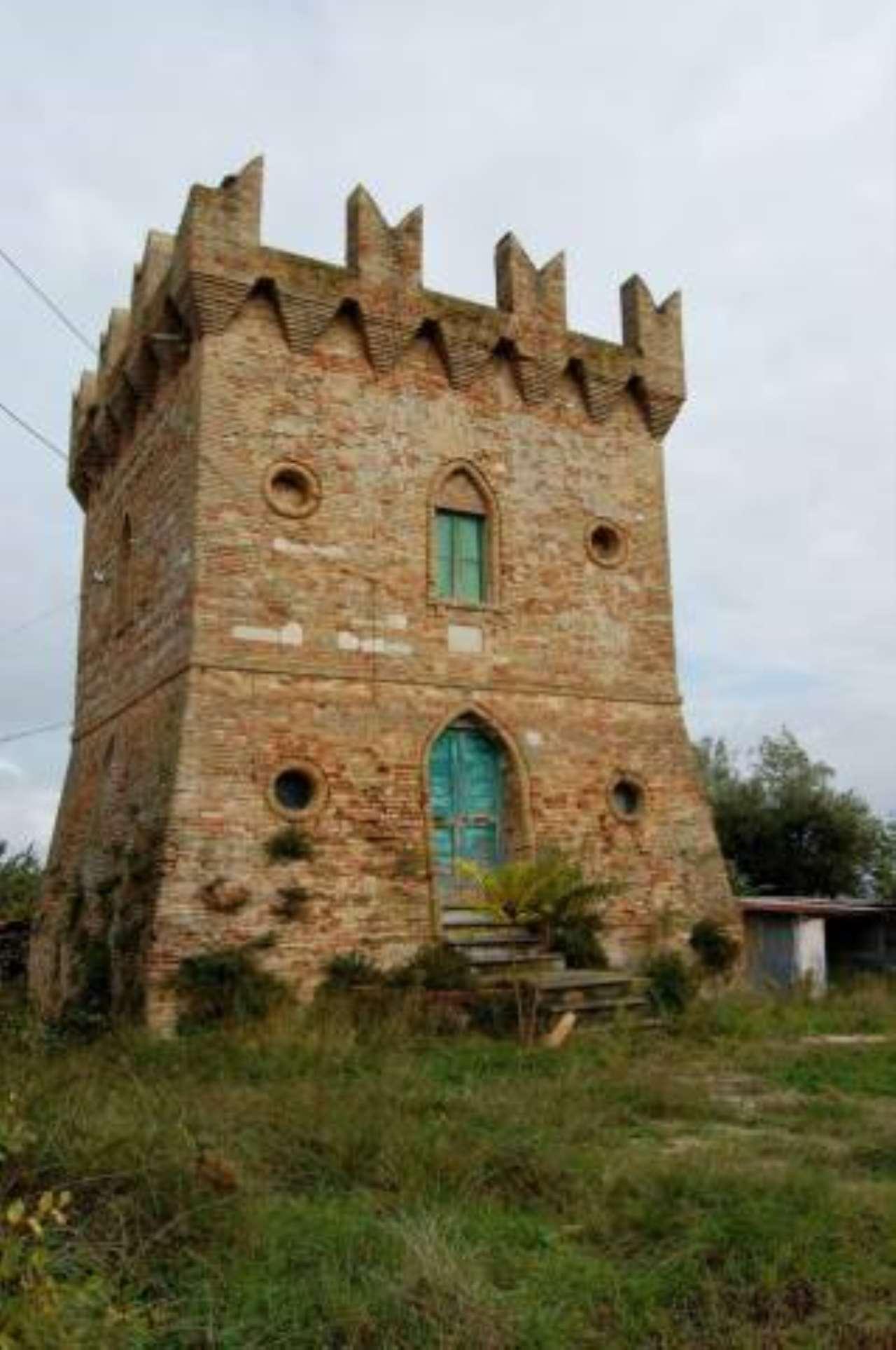 Rustico / Casale in vendita a Treia, 6 locali, prezzo € 395.000 | CambioCasa.it