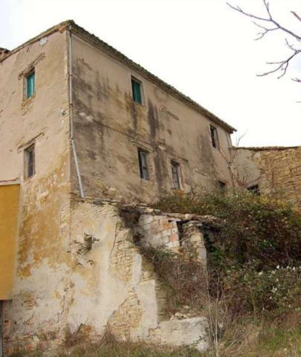 Rustico / Casale in vendita a Treia, 6 locali, prezzo € 75.000 | CambioCasa.it