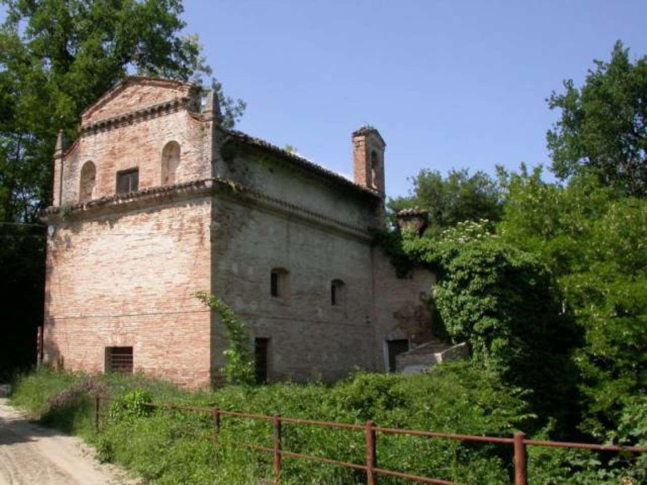 Villa in vendita a Sarnano, 6 locali, prezzo € 350.000 | CambioCasa.it