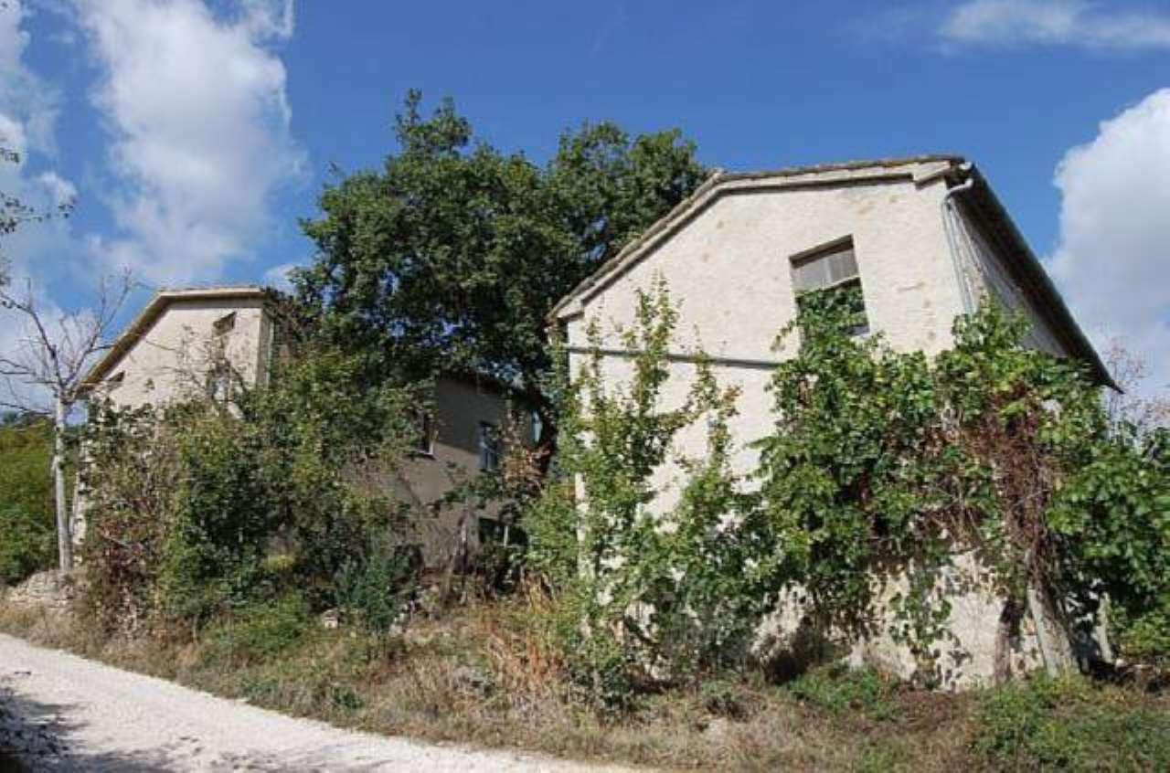 Rustico / Casale in vendita a Sarnano, 6 locali, prezzo € 95.000 | CambioCasa.it