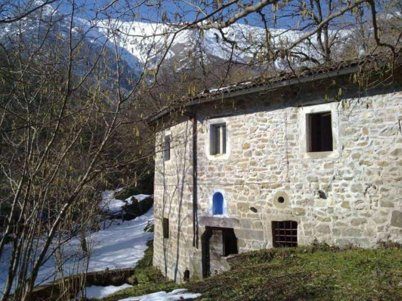 Rustico / Casale in vendita a Montegallo, 6 locali, prezzo € 170.000 | CambioCasa.it