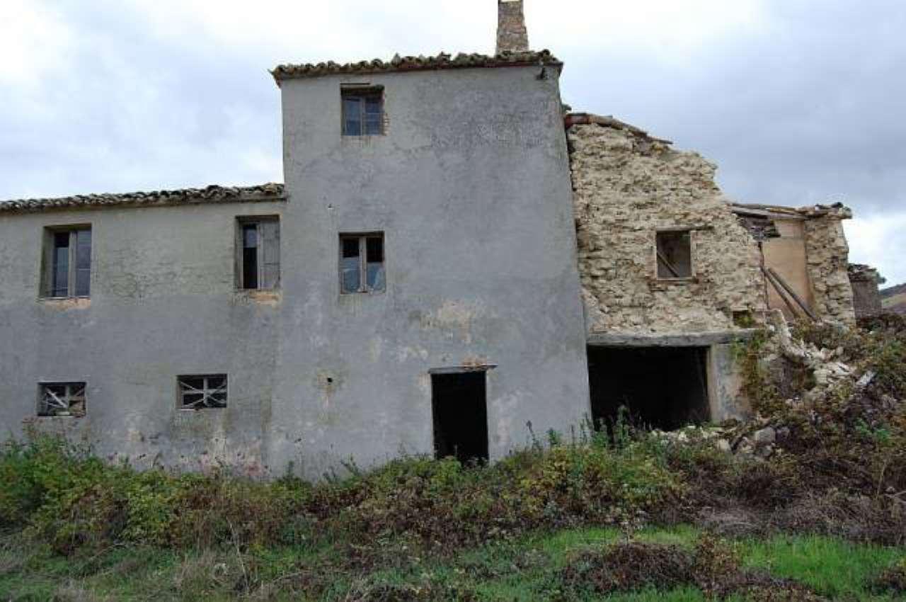 Rustico / Casale in vendita a Treia, 6 locali, prezzo € 95.000 | CambioCasa.it