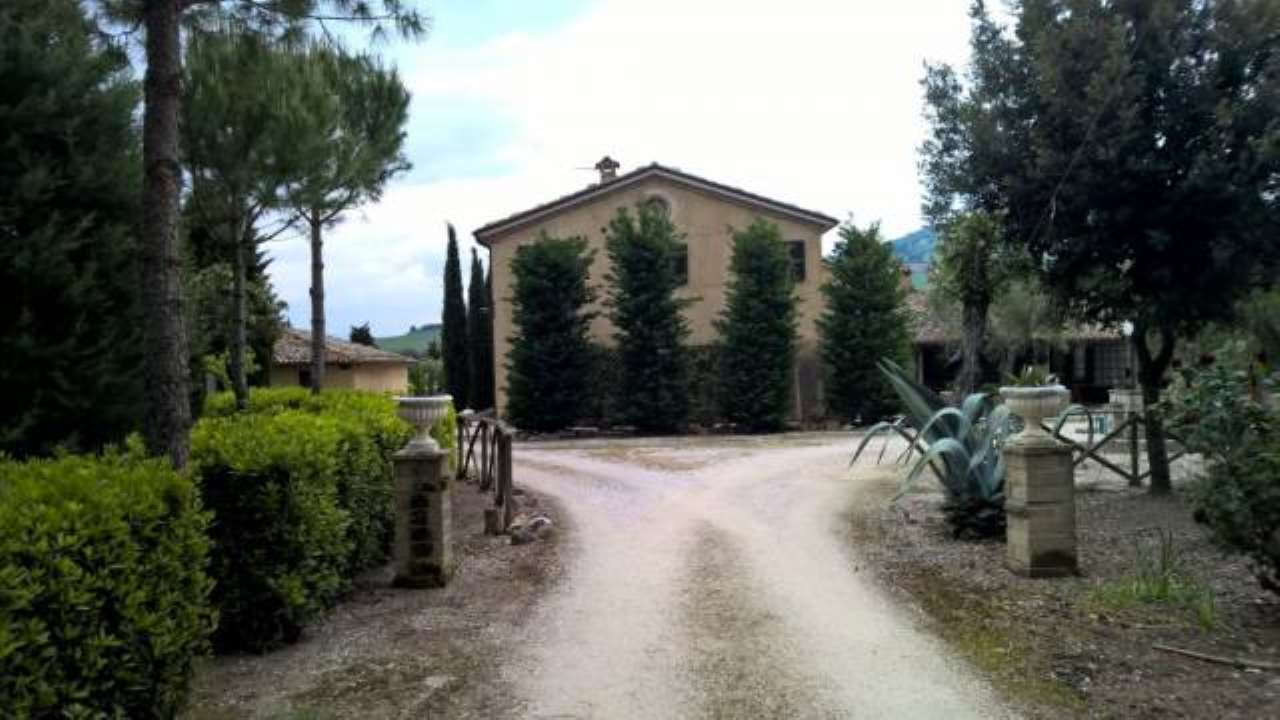 Villa in vendita a Treia, 6 locali, prezzo € 770.000 | CambioCasa.it