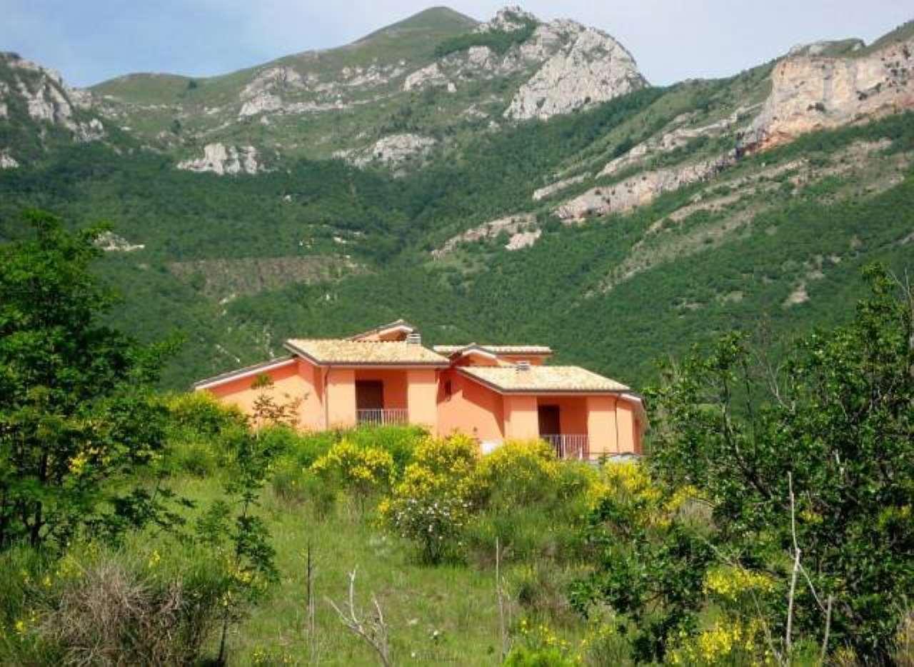Appartamento in vendita a Sarnano, 2 locali, prezzo € 89.000 | CambioCasa.it