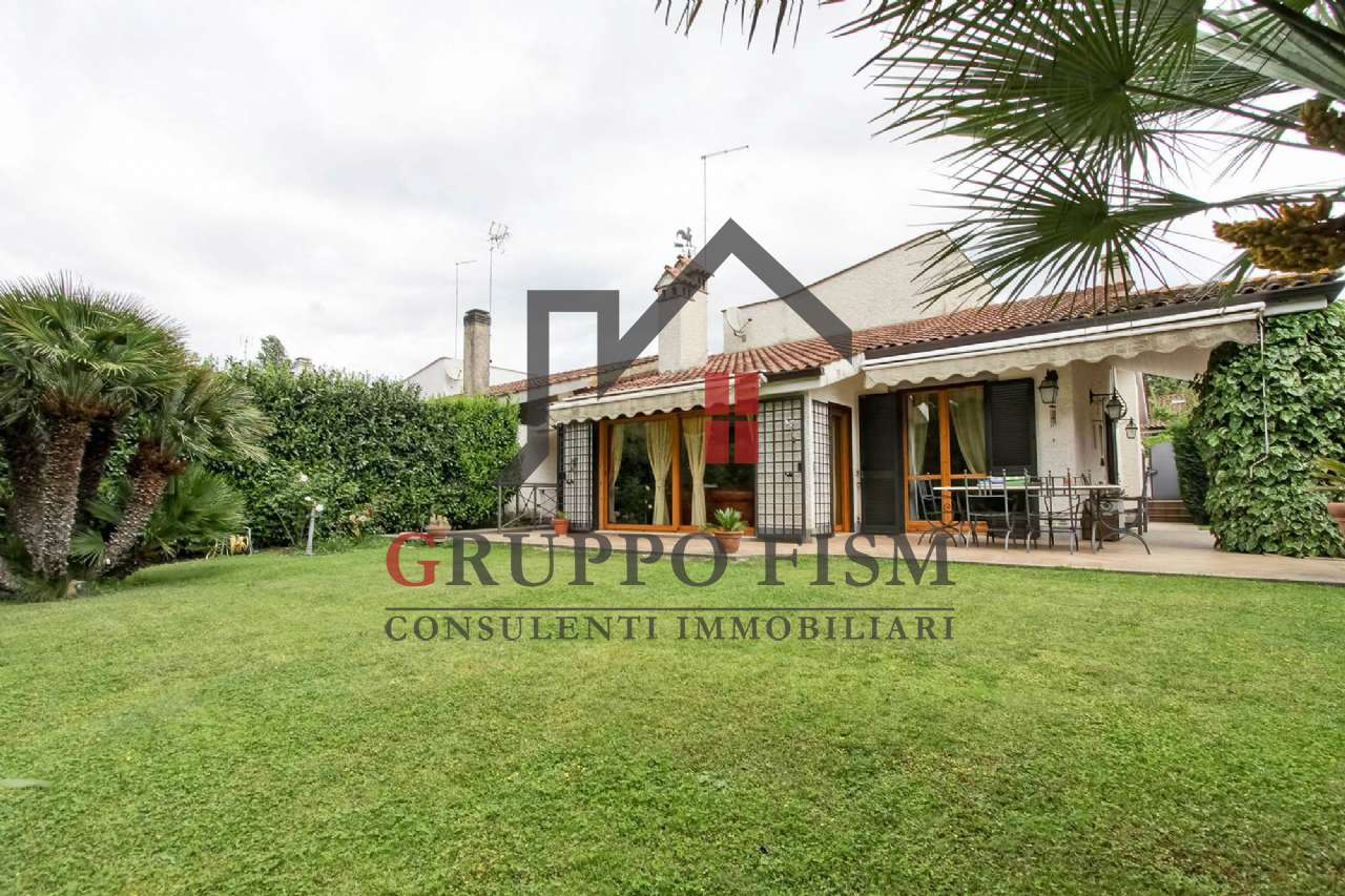 Villa in vendita a Roma, 11 locali, zona Zona: 42 . Cassia - Olgiata, prezzo € 550.000 | CambioCasa.it