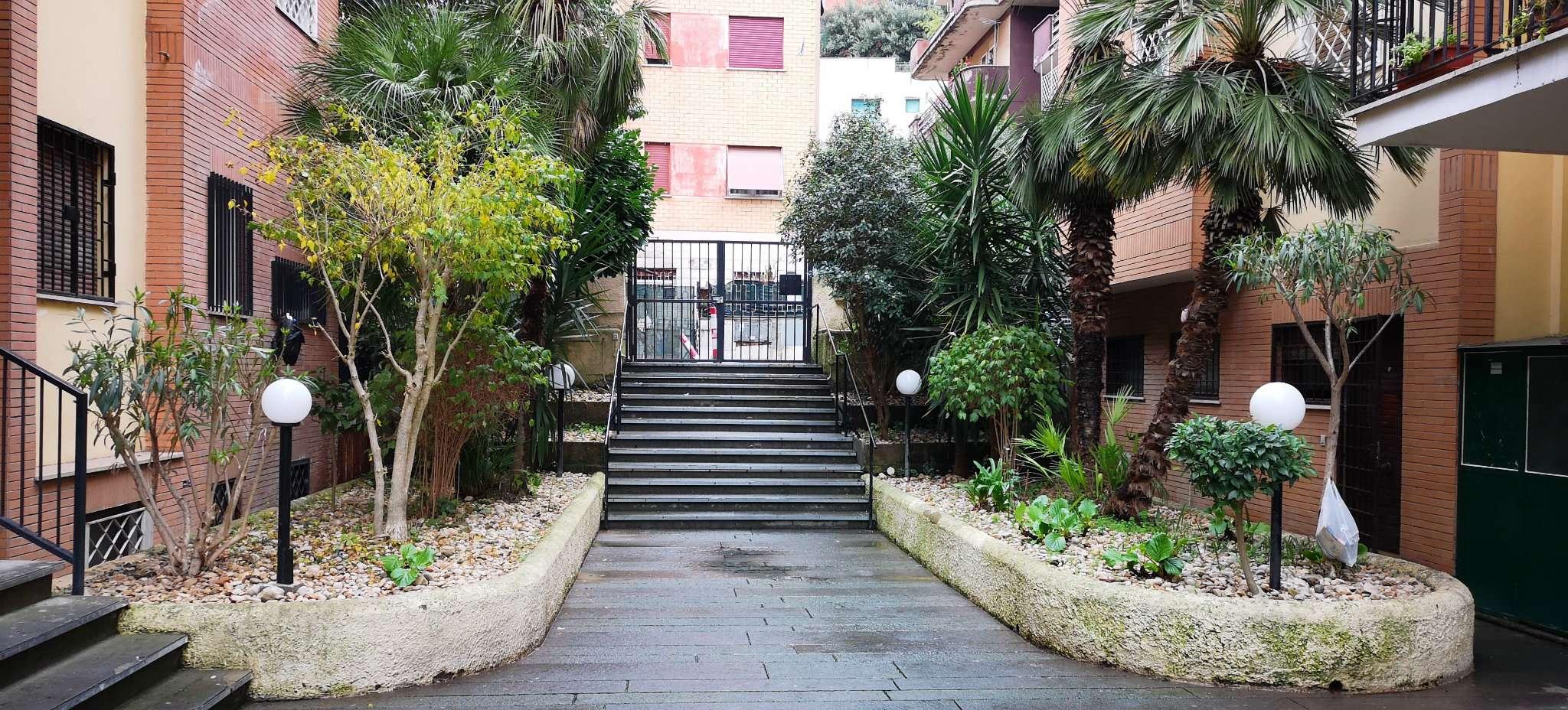 Appartamento in vendita a Roma, 2 locali, zona Zona: 42 . Cassia - Olgiata, prezzo € 120.000 | CambioCasa.it