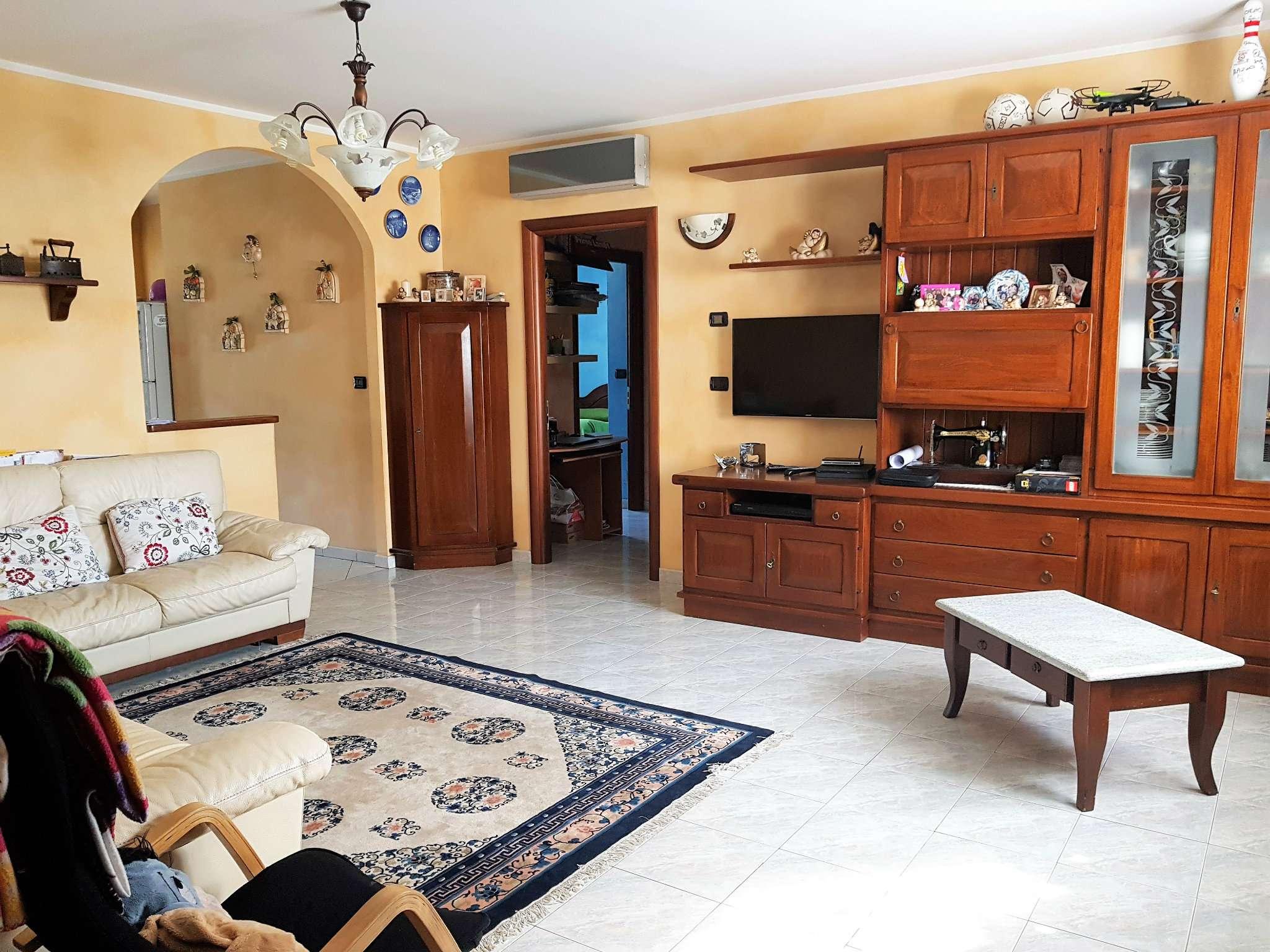 Appartamento in buone condizioni in vendita Rif. 7301337