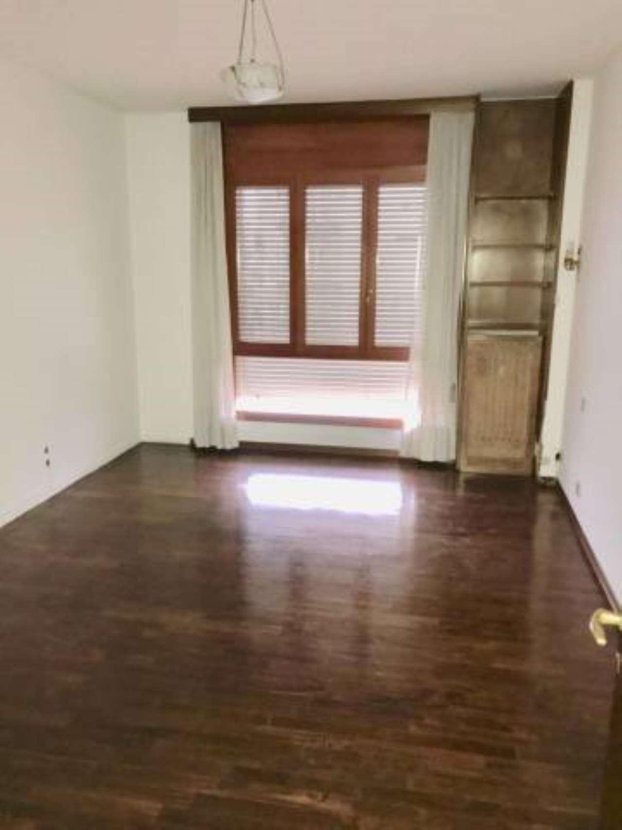 Appartamento in buone condizioni arredato in affitto Rif. 7611931