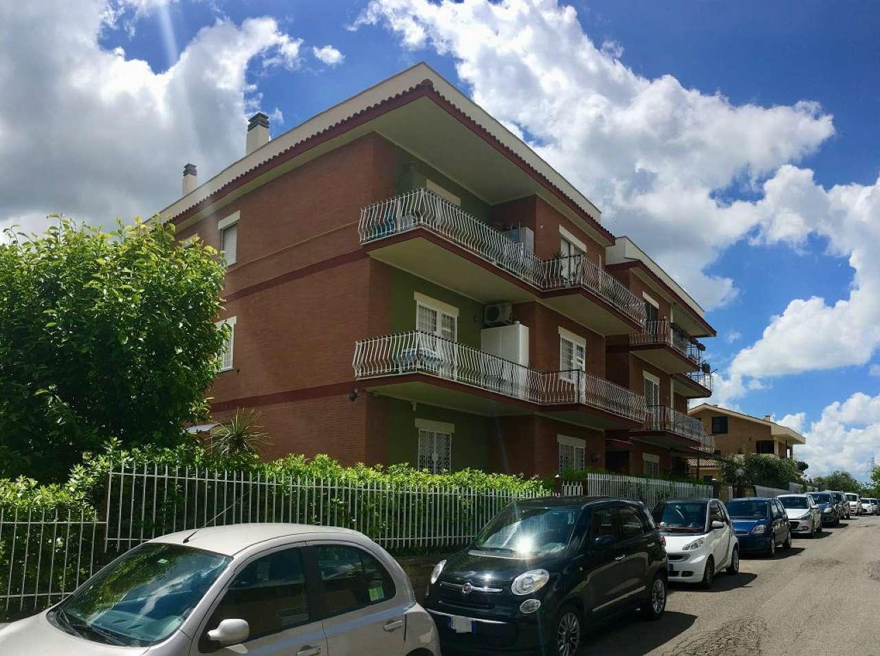 Appartamento in buone condizioni in vendita Rif. 6584943