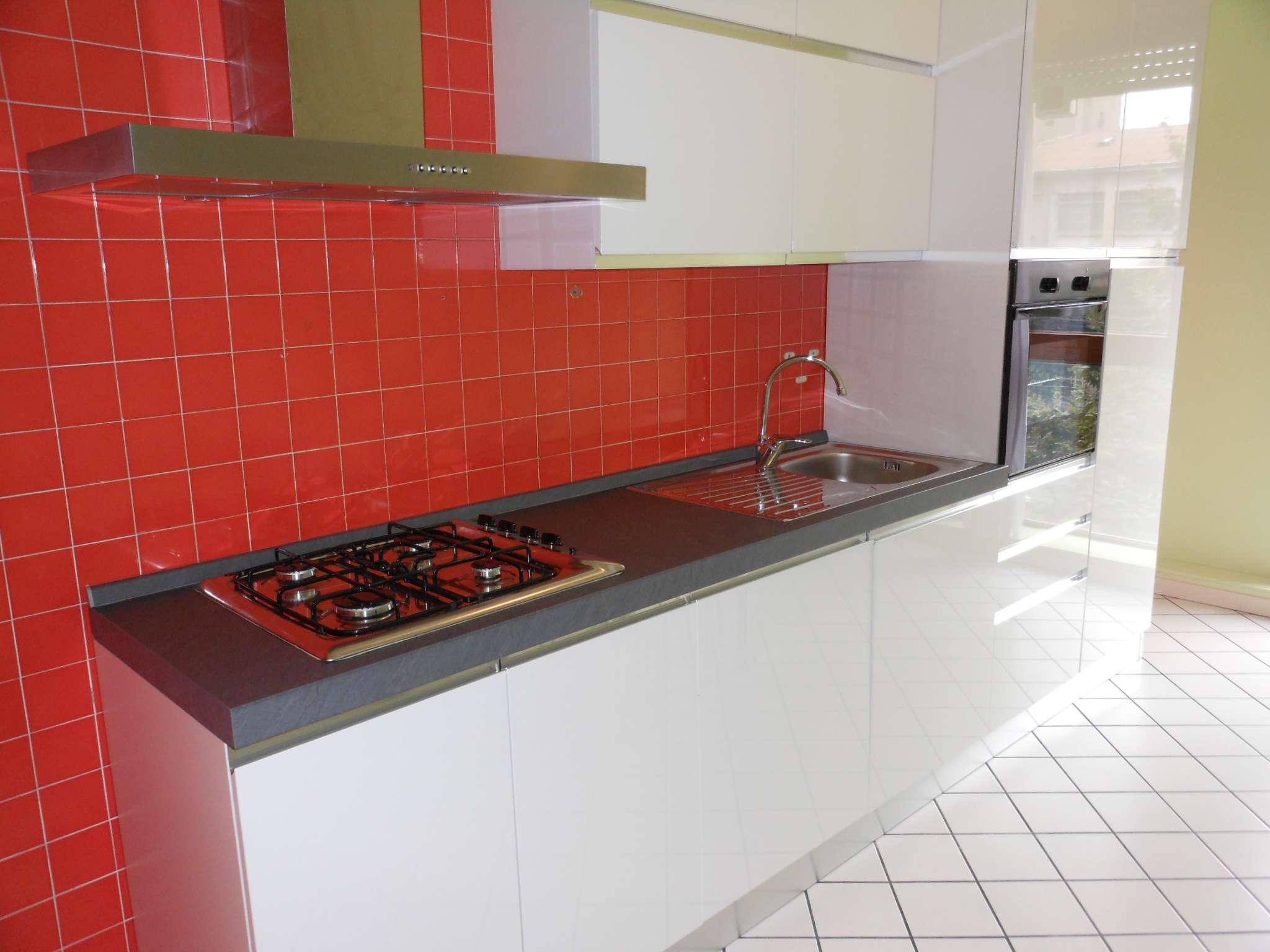 Appartamento in buone condizioni arredato in affitto Rif. 7047312