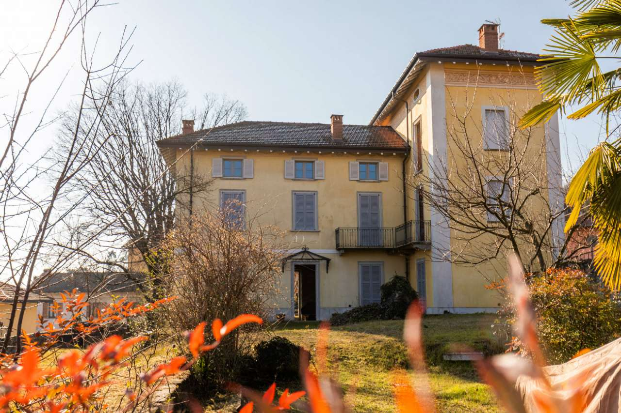 Rustico / Casale in vendita a Mercallo, 6 locali, prezzo € 550.000 | CambioCasa.it