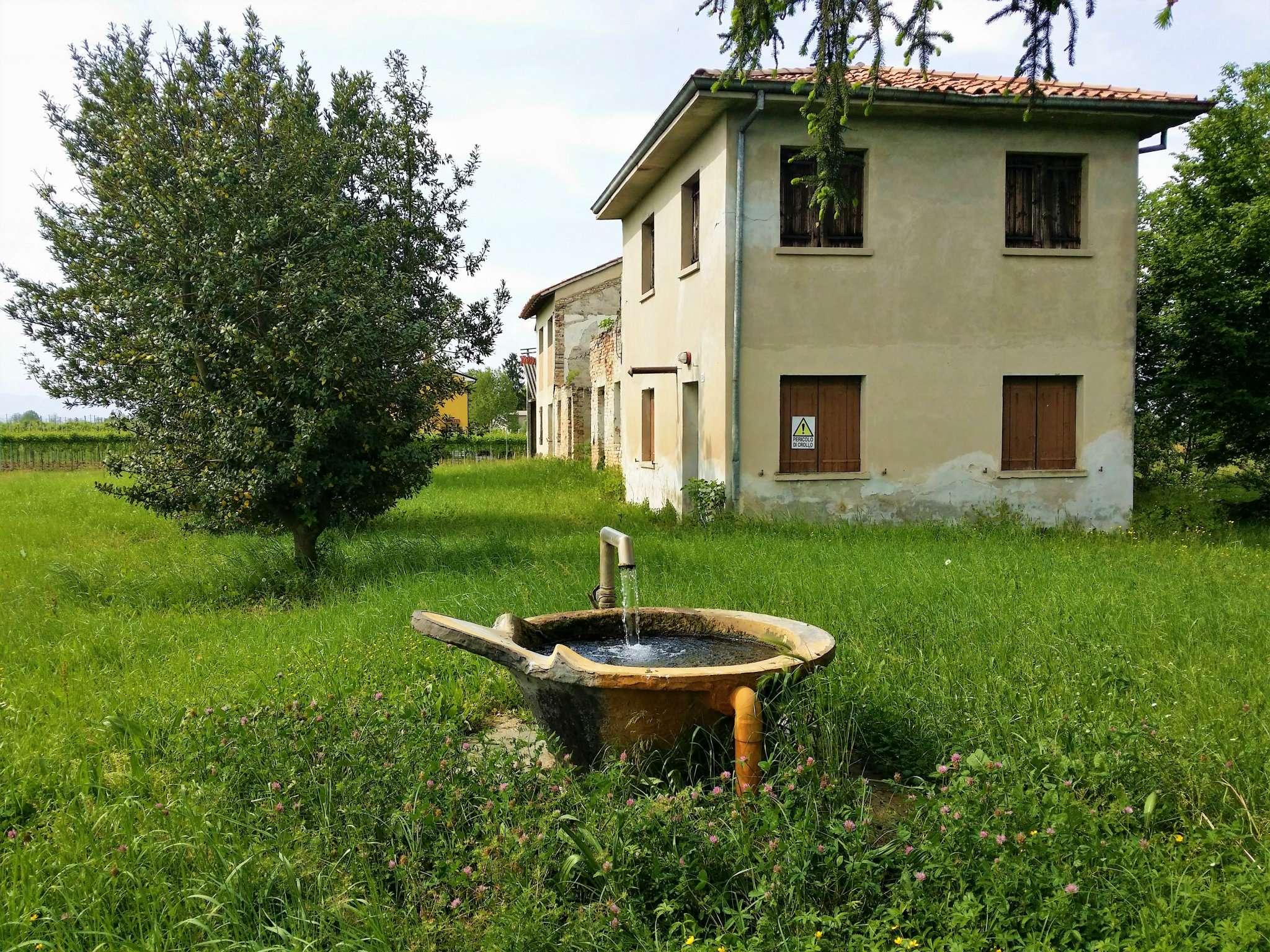 Rustico / Casale in vendita a Fontanelle, 4 locali, prezzo € 100.000 | CambioCasa.it