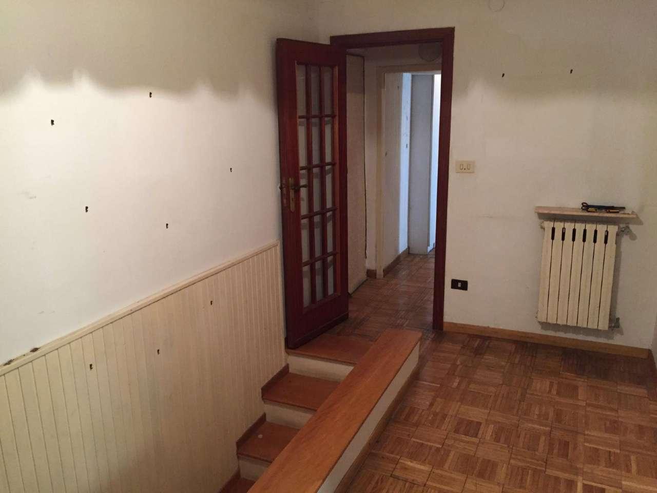 Appartamento da ristrutturare in vendita Rif. 8260138