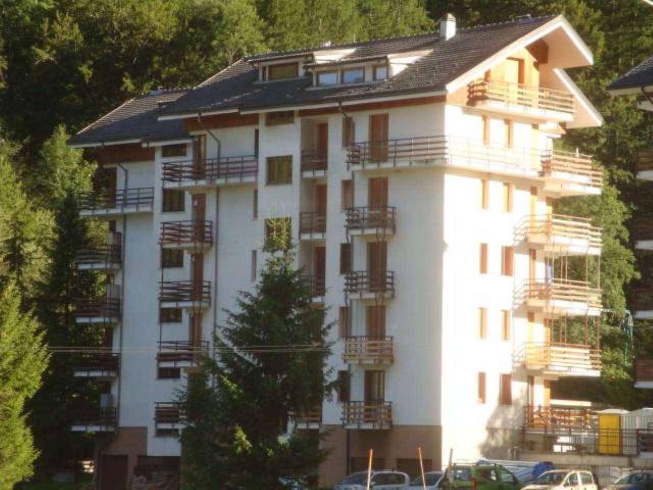 Appartamento in buone condizioni in vendita Rif. 7861835
