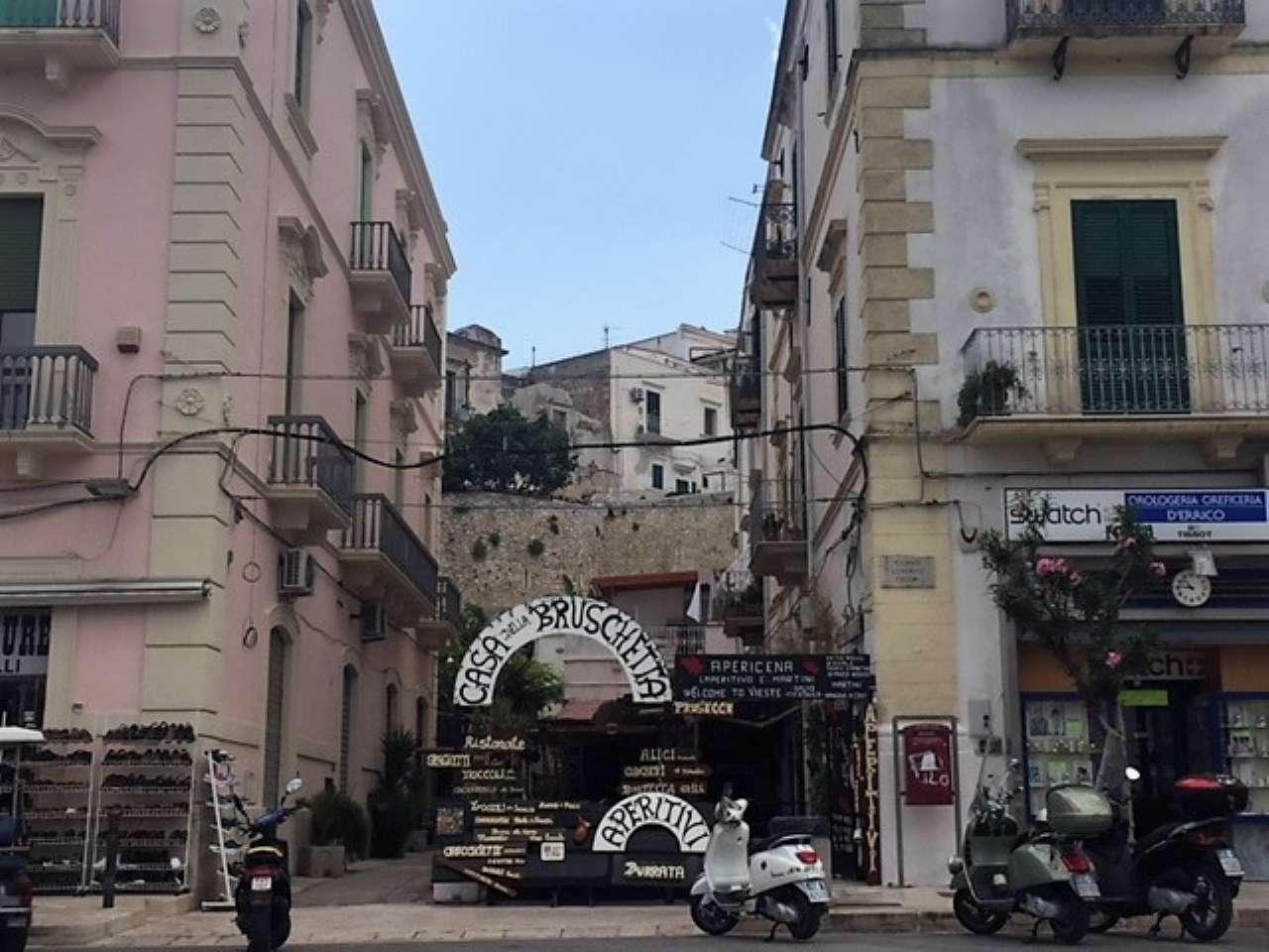 CENTRO DI VIESTE CEDESI RISTORANTE CON LOCALE C/1