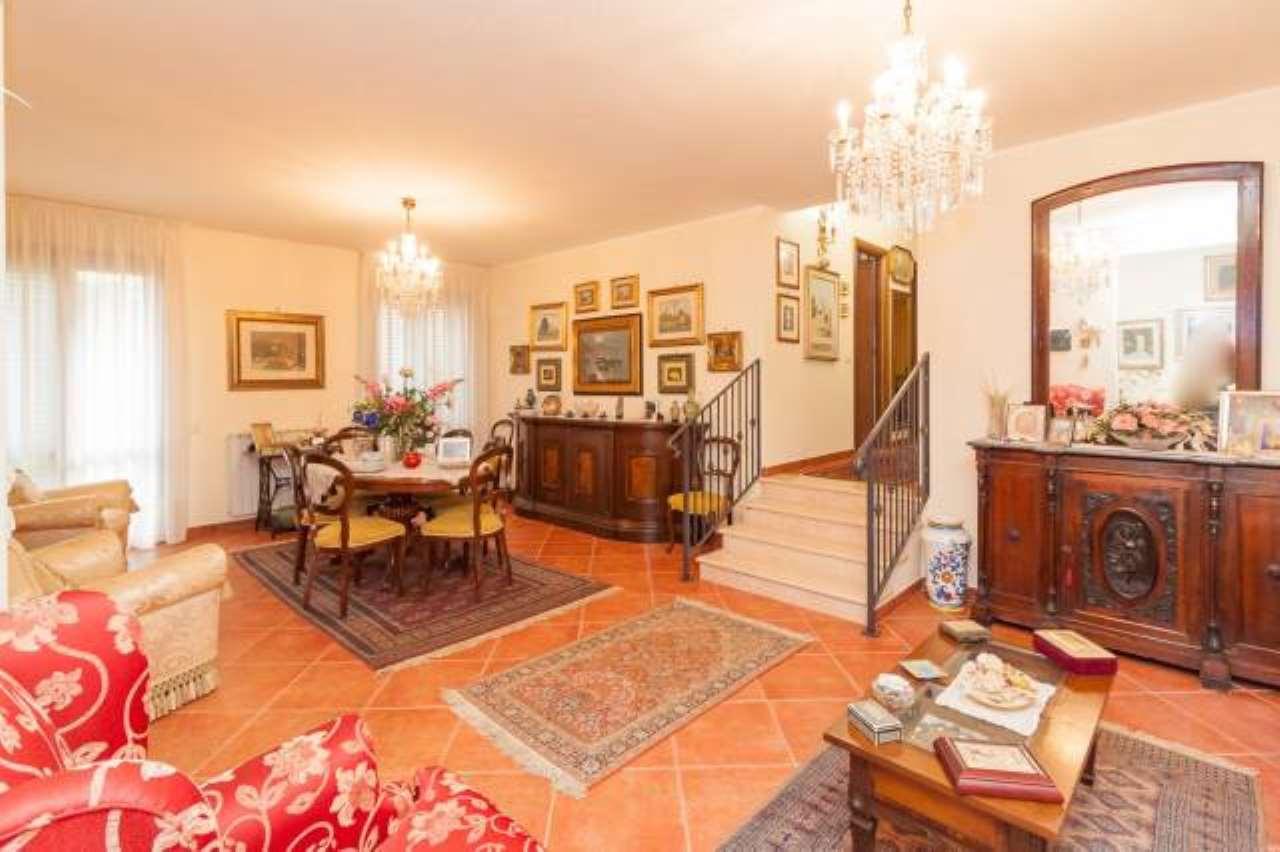 Appartamento parzialmente arredato in vendita Rif. 7006056