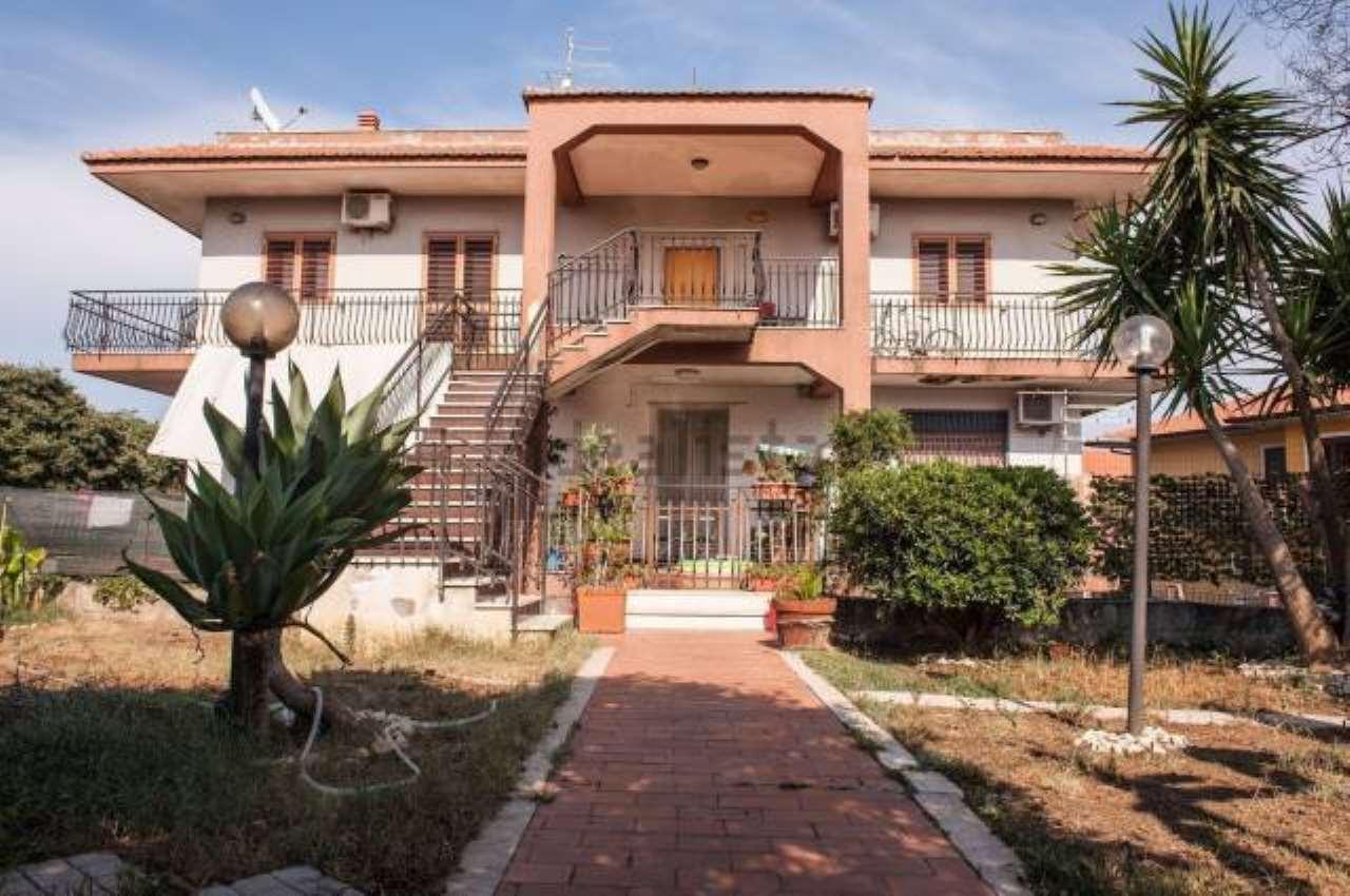 Appartamento in buone condizioni in vendita Rif. 6817387