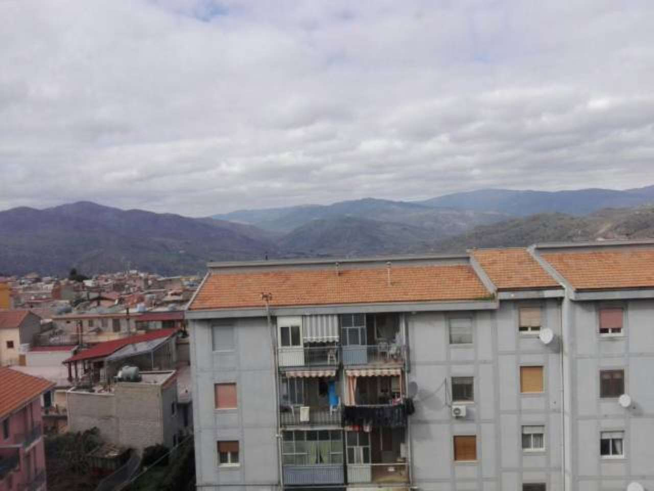 Appartamento in buone condizioni in vendita Rif. 7403949