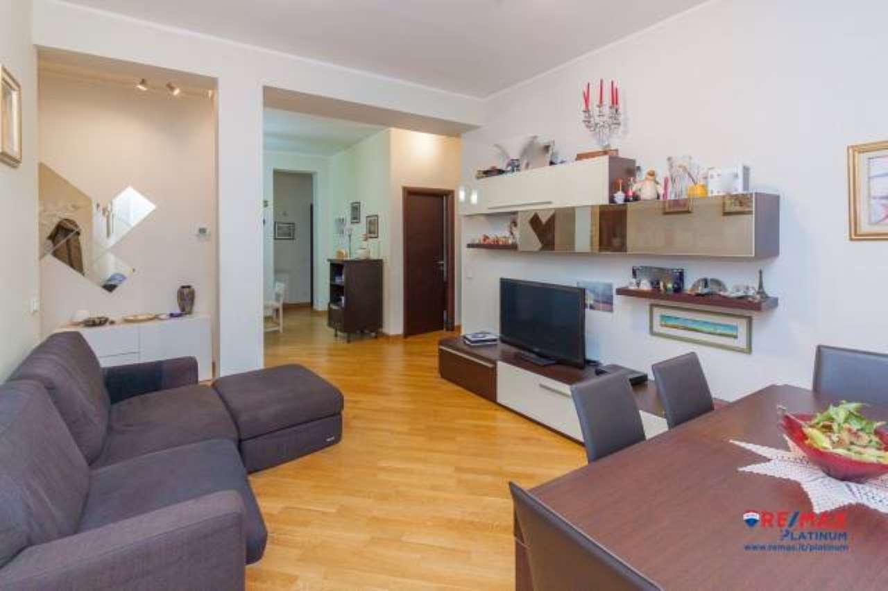Appartamento in buone condizioni in vendita Rif. 7403953