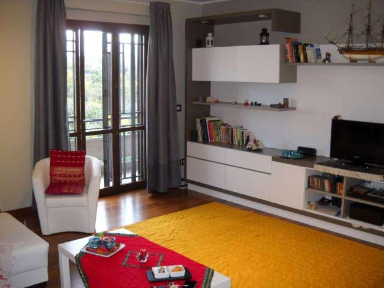 Appartamento in buone condizioni in vendita Rif. 7403963