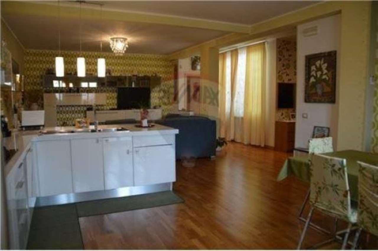 Appartamento in buone condizioni in vendita Rif. 6817467