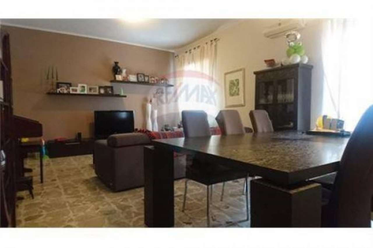 Appartamento in buone condizioni in vendita Rif. 6861134