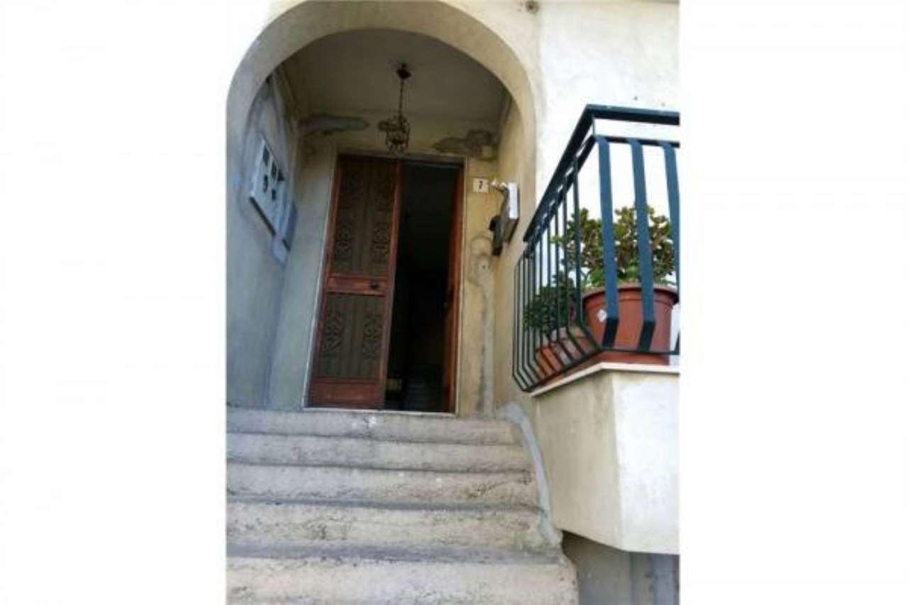Appartamento in buone condizioni in vendita Rif. 6861135