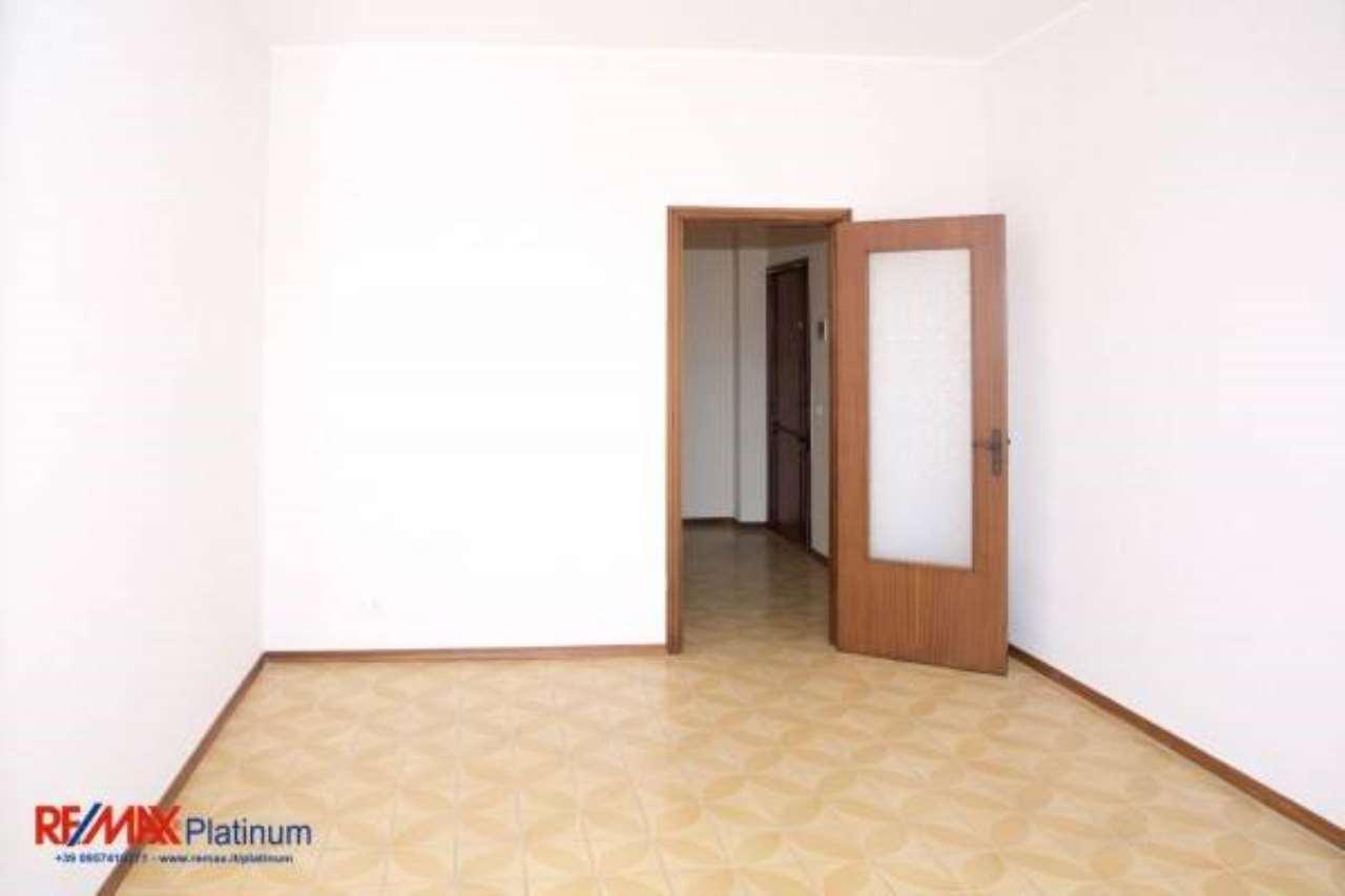 Appartamento in buone condizioni in vendita Rif. 6761972