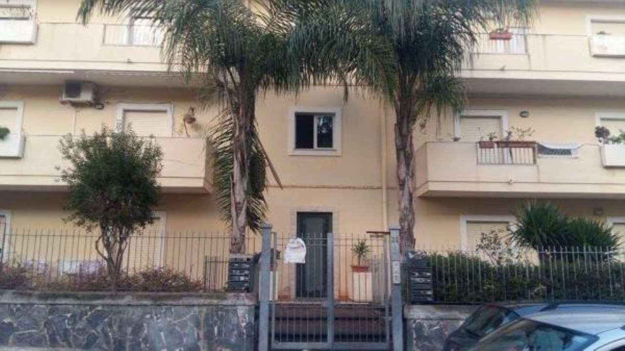Appartamento in buone condizioni in vendita Rif. 6861157