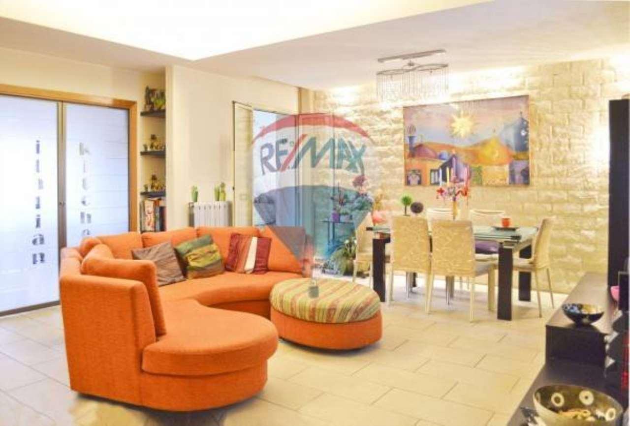 Appartamento in buone condizioni in vendita Rif. 6817490