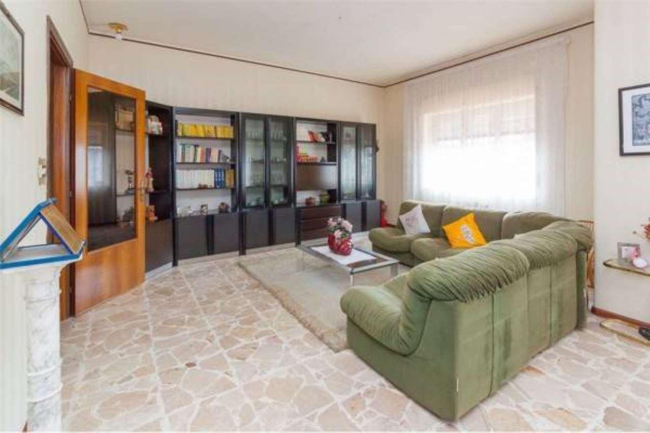 Appartamento in buone condizioni in vendita Rif. 6844584