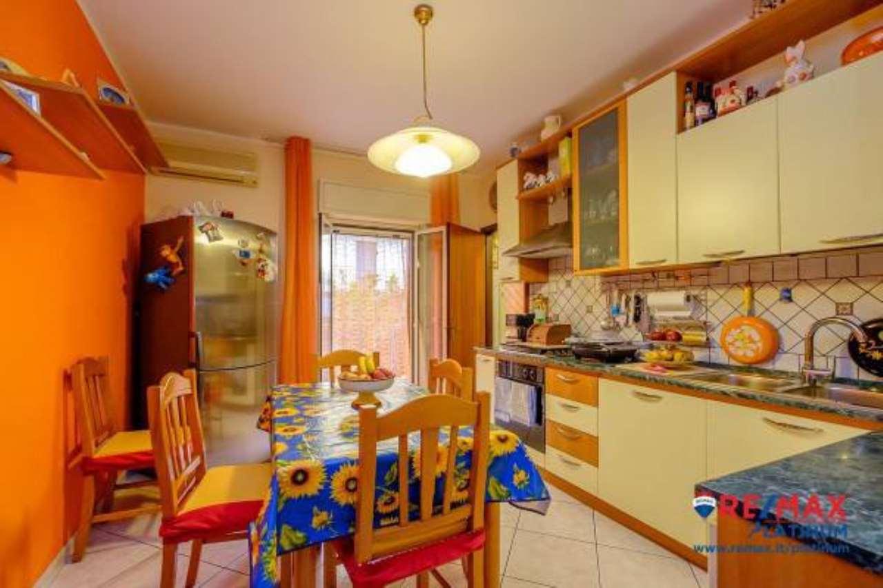 Appartamento in ottime condizioni in vendita Rif. 6923574