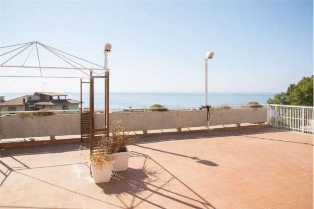 Appartamento in buone condizioni in vendita Rif. 6910799