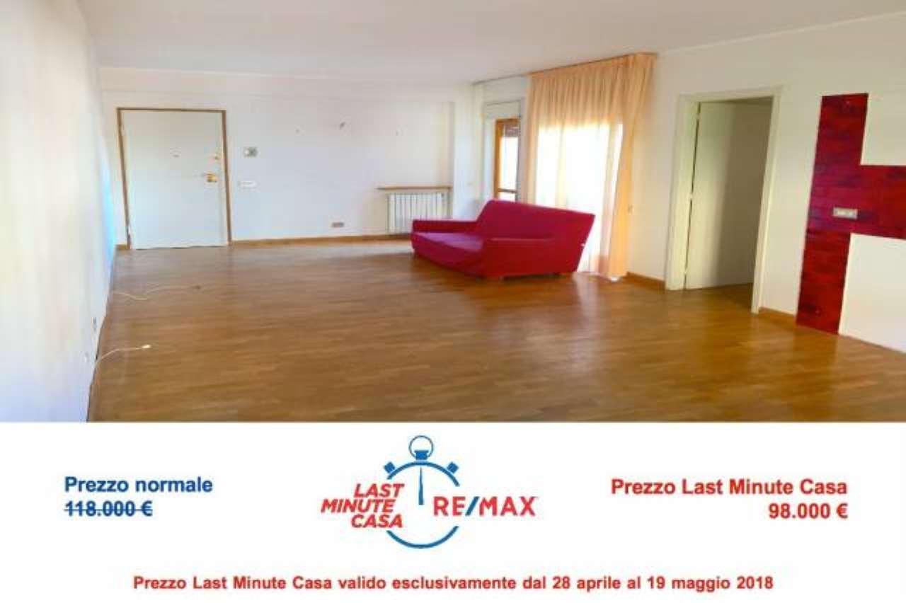 Appartamento in buone condizioni in vendita Rif. 6891701
