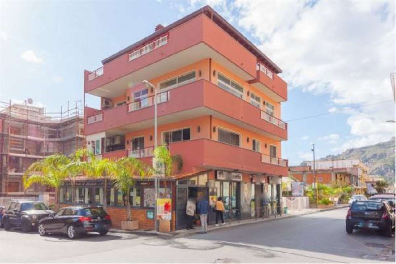 Appartamento in buone condizioni in vendita Rif. 6923586
